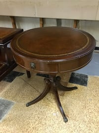 round brown wooden pedestal table Lutherville Timonium, 21093