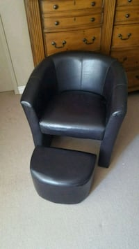 black leather padded rolling armchair Kitchener, N2E 2H3