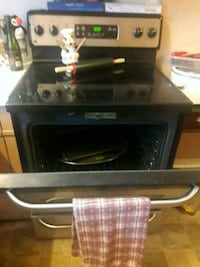 Black&Grey GE self cleaning stove and oven Niagara Falls, L2E 3R7