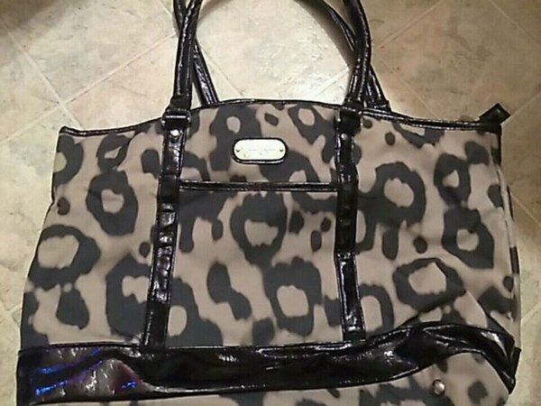 Jessica Simpson purse. pick up only !!