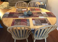 Dinning Room Table with expanding leaf- 4 chairs with cushions Cincinnati, 45245