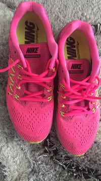 pair of pink Nike running shoes Brampton, L6P 2J7