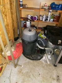 black and gray wet / dry vacuum cleaner Youngstown, 44502