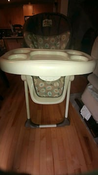 baby's white and gray high chair Pincourt, J7W 0A3