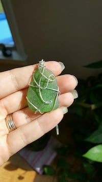 silver wired green stone pendant