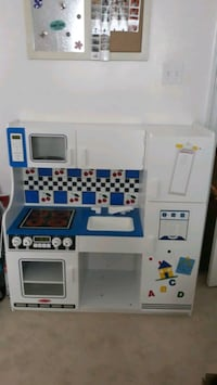 Melissa and Doug Kitchen