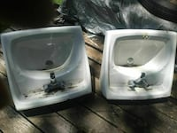 2 porcelain sinks with drains and faucets Galena, 65656