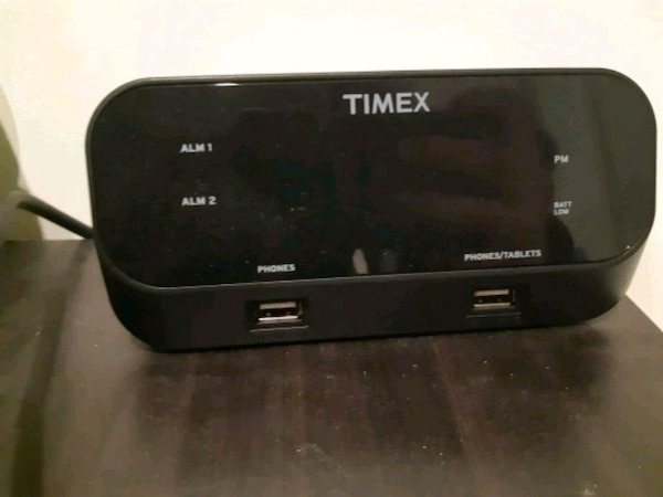 TIMEX Alarm Clock / Charges Phones -Like New 6efd80bc-1aba-4ab7-9d37-c21feef9d073