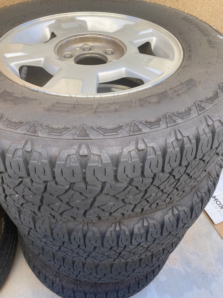 Photo 4 Truck rims and tires