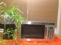 What A Steal - Danby Silhoette Stainless Steel Microwave - 900 W Edmonton