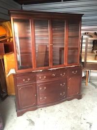 BROWN SHOW ROOM/DISPLAY CASE/CABINET  - GREAT CONDITION - DELIVERY AVAILABLE 546 km