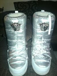 pair of white-and-gray Versace bubble winter boots Waco, 76704