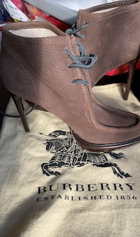 Burberry high -heeled shoes for winter size 39 Europe  Vaughan, L6A 4M3
