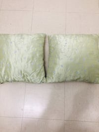 2 Coussins  ($10 pour 2)   Cushions  ($10 for 2)