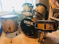 Black and gold Peace drum set null