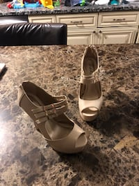 Gold stilettos size 6 Vernon Rockville, 06066