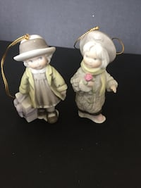 """Enesco Collectables """"Pretty as a Picture"""" figurines lot of 2 ornaments  Vaughan, L4L 6L8"""