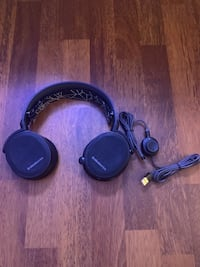 Gaming headset  Langford, V9B 4M8