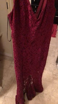 Selling it because it doesn't fit anymore got it from Le chateau  Edmonton, T5T 2J6
