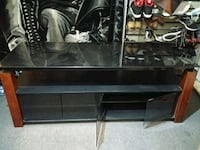 Sonaxi tv stand in great shape Niagara Falls, L2E 4T3