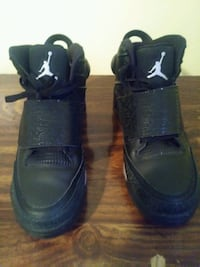 MENS JORDAN SIZES 8 AND 12 (2 PAIR) Pikesville