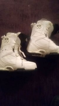 White snowboard boots size 9.5 Calgary