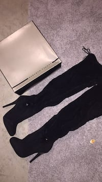 New in Box Designer over the knee boots 3157 km