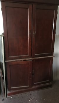 Brown wooden 2-door cabinet Summerville, 30747
