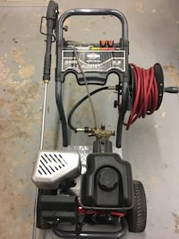 B&S 3,400 psi pressure washer. Barely used. Like new
