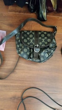 black and gray floral crossbody bag Vancouver, V6A 3K9