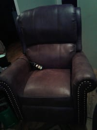 BRUSHED LEATHER LIFT CHAIR BRAND NEW HARDLY USED Hamilton, L0R 1V0