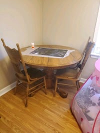 4-6 person solid wood table set Portsmouth, 23702