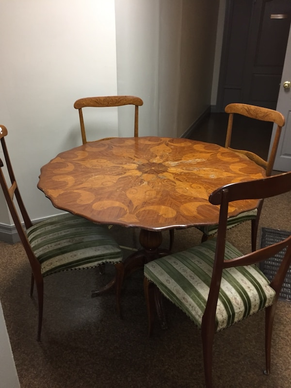 Used Antique Victorian round dining table with 4 chairs ...