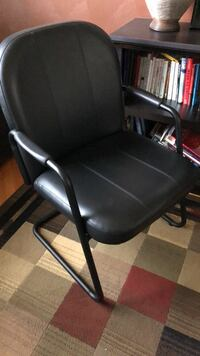 Black leather padded rolling chair Virginia Beach, 23456