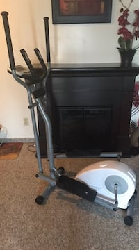 Fitness Club Elliptical with heart rate monitor. Screen works Edmonton, T5X 6B7