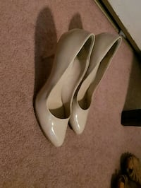 pair of white leather pointed-toe pumps 3118 km