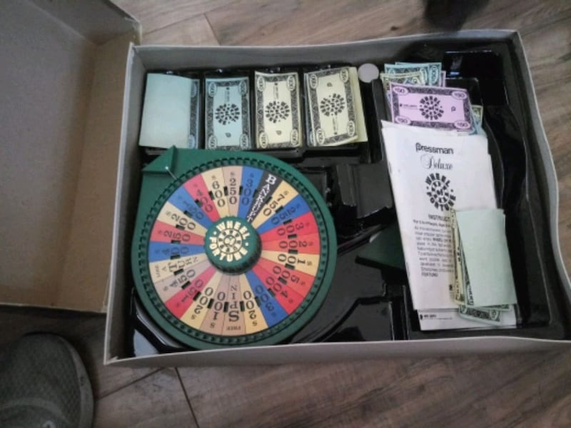Wheel of fortune board game  6ad0820c-62bd-49dc-a5bd-5f84707a9201