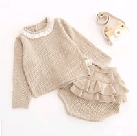 2-piece long-sleeve top and shorts for baby girl