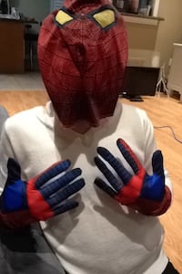 Spider-Man mask and gloves Vaughan, L4H 0G5