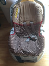baby's gray and brown graco convertible car seat Danielsville, 30633