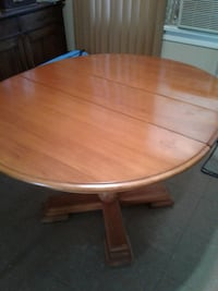 OAK PEDESTAL  TABLE  East Gwillimbury