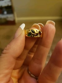 Gold mothers ring size 8. 18kt ( it says inside) Corona, 92883