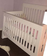 WHITE CRIB (comes with mattress)