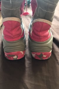Winter boots size 6 Toronto, M1L 4S5