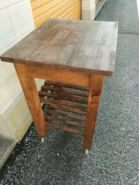 Kitchen Island/kitchen cart with 2wheels Oakville, L6H