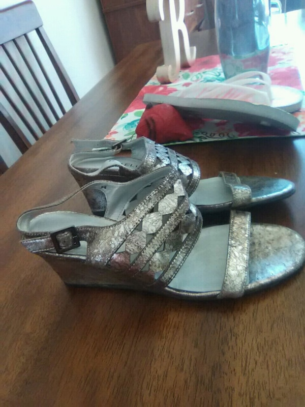 627d5cd3311be8 Used pair of gray-and-black sandals for sale in Bay City - letgo