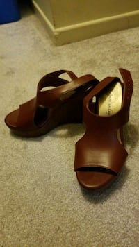 pair of brown leather open-toe wedge sandals Mississauga, L5N
