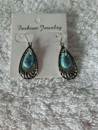 NWT Turquoise Teardrop Earrings New Hamburg, N3A 1H2
