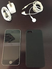 iPhone 5S unlocked 16Gb with charger and case Toronto, M1P