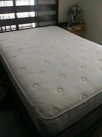 Queen size bed Tallahassee, 32310